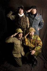 MJ参謀長(清水草一)を中心として結成されたカーマニア集団「MJ戦略参謀本部」の面々。上段左から伊達軍曹、MJ参謀長。下段左からマリオ二等兵、安ド二等兵。