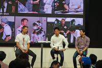 写真左からバトン選手、武藤英紀選手、中嶋大祐選手。ドライバー3人によるトークショーは盛況に終わった。