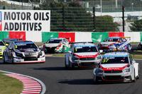 WTCCはFIAが主催するツーリングカーレースの最高峰。約60kmという短距離で競われるスプリントレースである。