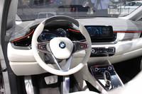「BMWコンセプトアクティブツアラー」のインテリア。今回出展されたモデルには、まだショーカーらしいディテールが多く見られる。