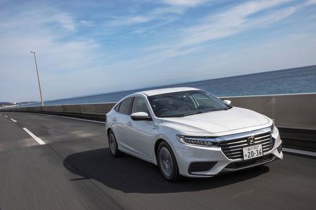1999年の初代モデル誕生以来、ホンダ製ハイブリッド車の歴史とともに歩んできたモデル名「インサイト」が復...