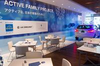 「ザ・ブルークリスマスカフェ by BMW」の店内。