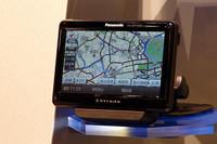 専用スタンドにはFM-VICSを受信できるチューナーが内蔵されている。