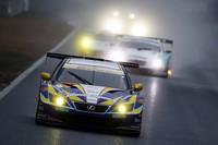 悪天候を味方に、マッチのGT-Rが初戦を制す【SUPER GT 09】