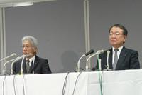 会見に臨む中尾龍吾常務取締役(左)と大道正夫常務執行役員(右)。