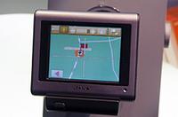 ソニーのNV-U70は、3.5インチ・タッチパネルモニターと1GBフラッシュメモリー採用のポータブルナビ。ヨーロッパでは地図データ付きで700ユーロ前後で発売。