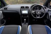 「ポロ ブルーGT」のインパネまわり。テスト車に装備されていたメーカー純正ナビ「714SDCW」は、ACCやバイキセノンヘッドライトとセットでなければ選べない。