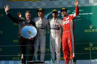 開幕戦オーストラリアGPを制した前年王者ルイス・ハミルトン(右から2番目)。ニコ・ロズベルグ(同3番目)が2位に入り、チャンピオンチームのメルセデスは初戦から1-2フィニッシュを達成した。3位はフェラーリに移籍したセバスチャン・ベッテル(同一番右)。(Photo=Ferrari)