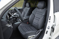 「メルセデスAMG GLS63 4MATIC」の前席は、同車専用の「AMGスポーツシート」。ベンチレーション機能も備わる。
