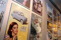 【写真1】1950年代のフィアット広告コレクション。トリノのフィアット歴史資料館(非公開)にて。