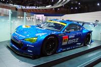 こちらは「BRZ」のレーシングカー。大きなフェンダーやリアウイングが目を引く。