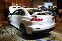 目標の販売台数は、2007年下期で4000台とのこと。今後は2008年2月に北米で、続く5月に欧州で発売される予定だ。