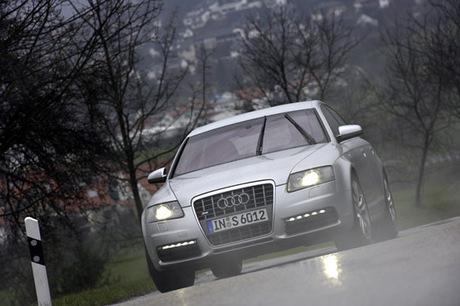 今年後半にも投入が予定されるアウディ新型「S6」。5.2リッターV10エンジンを搭載するハイパフォーマンスモ...