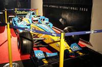 史上最年少のF1シリーズ・チャンピオンに輝いたフェルナンド・アロンソが駆った「ルノーR25」も会場に展示された。