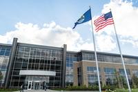 北米自動車部門本社の面積は約1万7500平方m。約1000人の社員がコネクテッドカー技術や車載オーディオ機器、テレマティクスなどの先進技術の研究・開発に従事している。