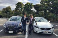 当連載を担当するモータージャーナリストの清水草一氏と、今回のゲスト、塩見 智氏。それぞれの愛車と一緒に。