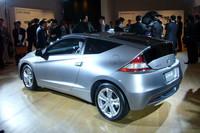 「ホンダCR-Z」は、欧州で2010年6月ごろ、北米でも同じく8月ごろに発売される。デビューを飾った日本での月間目標販売台数は1000台で、すでに4500台以上のバックオーダーを抱えているという。