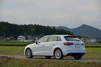 同じフォルクスワーゲングループの7代目「ゴルフ」と、多くのメカニズムを共有する新型「アウディA3スポーツバック」。日本では2013年9月に発売された。