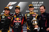 4戦目にして今季初優勝を遂げたチャンピオン、レッドブルのセバスチャン・ベッテル(左から2番目)。そのベッテルを追いつめたロータスのキミ・ライコネン(一番左)が2位、ロメ・グロジャン(左から3番目)は3位に入り自身初表彰台となった。(Photo=Red Bull Racing)