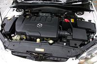 2.3リッター直4DOHCエンジン。1750rpm-6000rpmという広い回転域で、最大トルクの90%を発生することは、ジマンのひとつ。グローバルカーらしく、日本はもちろん、欧州や北米の排ガス規制に対応する。
