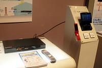 同社のHDDレコーダー「ディーガ」を持っていれば遠隔録画予約が可能。ナビの地デジ画面からチャンネルを選んで「Dimora録画」ボタンを押し、番組を選ぶ。