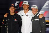 レース前、タイトル獲得を目指す3人のドライバー。ポイントリーダーのバトン(中央)、ランキング2位のバリケロ(右)、3位セバスチャン・ベッテル(左)。(写真=Red Bull Racing)