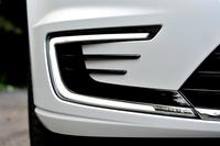 エクステリアでは、Cの字型のLEDランプや、ブルーのブレーキキャリパーなどが「GTE」の特徴となっている。