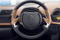 「シトロエンC4ピカソ」の「フルレザーパッケージ」装着車