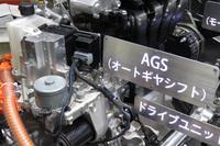 トランスミッションにはシングルクラッチ式ATの「AGS」を採用。