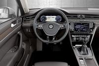 運転席まわりの様子。写真には見られないが、フォルクスワーゲン車として初めて、ヘッドアップディスプレイが用意される。