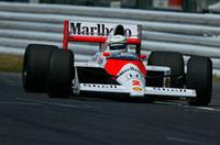 マクラーレン「MP4/5」など、ホンダの歴代の四輪二輪レーシングマシンがデモ走行を行った。