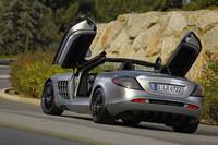 0-100km/h加速は3.7秒。最高速度は335km/hに達する。