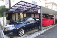 筆者の自宅ガレージ。手前に「デルタ」、奥に「フェラーリ458イタリア」が収まる。