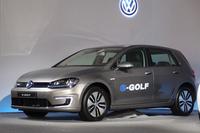2015年央に発売予定の「フォルクスワーゲンe-ゴルフ」。現時点では価格は未定。