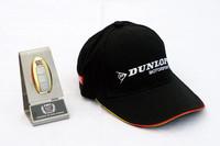 「GT-Rクラブトラックエディション」専用ゴールドキーと、オーナーの名前が入ったレーシングスクールのキャップ。