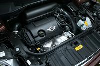 184psを発生する「クーパーS」の1.6リッター直噴ターボエンジン。このほかにも、「ペースマン」には122psの「クーパー」、218psの「ジョンクーパーワークス」が設定されている。