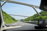 新東名高速道路では、2017年11月1日から新静岡IC~森掛川IC間の約50kmの区間で最高速度が100km/hから110km/hに引き上げられる。