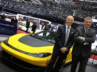 パオロ・ピニンファリーナCEO(写真右)と、デザイン担当副社長のファビオ・フィリッピーニ氏(同左)。