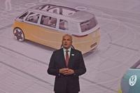 フォルクスワーゲン乗用車ブランドのセールスマーケティング・アフターセールス担当取締役、ユルゲン・シュタックマン氏は、「今後数年間で、すべてのモデルのラインナップを刷新し、今以上に魅力的な未来を感じさせるものにする」と語った。