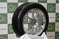 写真は、ヨコハマのエコタイヤ「DNAデシベル・スーパーE-spec」。