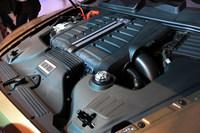 最高出力608ps/6000rpm、最大トルク91.8kgm/1250-4500rpmを発生する6リッターW12ツインターボエンジン。