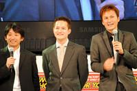 写真右から、谷口信輝、番場琢の両選手、そしてチームのスポーティングディレクターを努める元F1ドライバー片山右京氏。