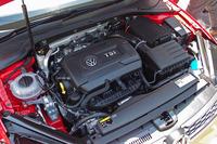 エンジンはゴルフシリーズ初の1.8リッターTSI。JC08モード燃費は14.7km/リッター。