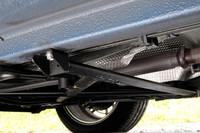 「クープ・デ・ザルプ」のキモは、床下に。車体のねじり剛性アップを狙って、×型に張られたクロスメンバーのほか、合計3本の補強バーが取り付けられる。