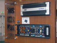 下が5chアンプのオーディソンLRx5.1の中身。表面のデザインは上のLRx3.1と同一。