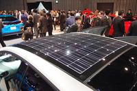 「ソーラー充電システム」(オプション)搭載車のルーフ。これにより、EV走行用エネルギーの一部を太陽光でまかなうことができる。