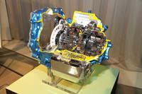 北米向け「レクサスRX350 Fスポーツ」に搭載されている、世界初というFF用8段AT。ワイドかつクロスな変速比で燃費および加速感を向上したいっぽう、低フリクション化により効率を高めたという。