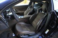 スエード調表皮を用いた「Z51」用のバケットシート。ヒーターやベンチレーション機能が備わっている。
