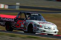 マイク・スキナー駆るNASCARクラフトマン・トラック・シリーズの「タンドラ」。