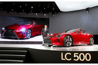 「LC500」のベースはコンセプトカーの「LF-LC」。ほぼそのままの形で市販化されることになった。
